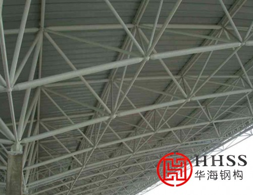 浅谈钢结构网架最常用三种连接方式的优点和缺点